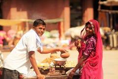 Jordnötter i indisk marknadsplats Royaltyfri Foto