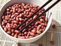 Jordnötter och pinnar Arkivfoton