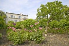 Jordning av Les Colettes, Musee Renoir, hem av Auguste Renoir, Cagnes-sur-Mer, Frankrike royaltyfri bild