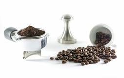 jordnintt lockkaffe framställning av droppandevatten royaltyfria bilder
