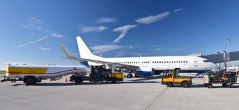 Jordpersonalbruk av ett flygplan för avvikelse på luften royaltyfri foto