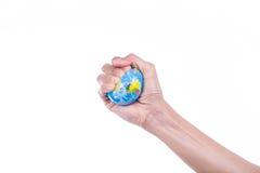 Jordplanet i kvinnlig hand Arkivbilder