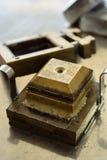 Jordprövkopia som testas i en direkt saxask Arkivfoto