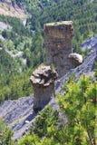 Jordpyramider nära sjön Serre-Poncon, franska Hautes-Alpes royaltyfria bilder