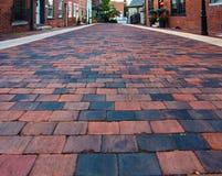 Jordsikt av gatan för röd tegelsten Arkivbilder