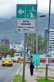 Jordskalvevakueringen undertecknar in Quito royaltyfria bilder