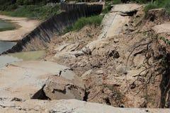Jordskred- och bankerosion royaltyfria bilder