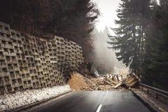 Jordskredet stängde vägen royaltyfri fotografi