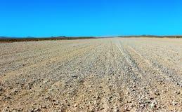 Jordväg till och med öknen fotografering för bildbyråer