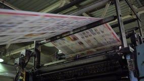Jornais da impressão na tipografia video estoque