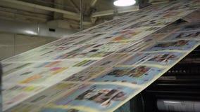Jornais da impressão na tipografia filme
