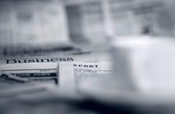 Jornais e café Imagem de Stock Royalty Free