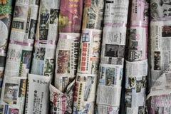 Jornais na língua chinesa fotografia de stock