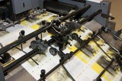 Jornais na máquina impressa offset fotografia de stock royalty free