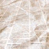 Jornal com fundo de papel ilegível da textura do vintage velho foto de stock royalty free