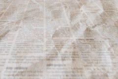 Jornal com vintage velho fundo amarrotado da textura foto de stock royalty free