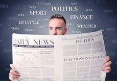 Jornal da leitura do homem de negócios Imagem de Stock