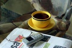 Jornal de manhã Imagens de Stock