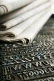 Jornal e tipo móvel Fotografia de Stock Royalty Free