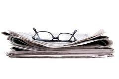 Jornal e vidros Imagens de Stock Royalty Free