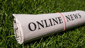 Jornal em linha Imagens de Stock Royalty Free