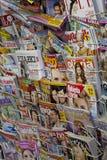 Jornal na loja Imagens de Stock