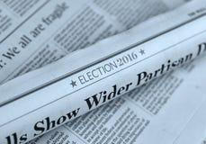 Jornal rolado com artigo 2016 da eleição Fotos de Stock Royalty Free
