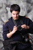 Jornalista fotográfico com a câmera dois Fotos de Stock Royalty Free