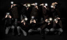 Jornalistas fotográficos retros dos paparazzi do estilo Imagens de Stock Royalty Free