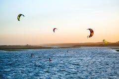 Jose Ignacio, Uruguay: Kiters auf der Garzon-Bucht Lizenzfreies Stockbild