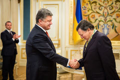 Jose Manuel Barroso y Petro Poroshenko Foto de archivo libre de regalías