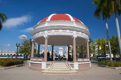 Jose Marti Park den huvudsakliga fyrkanten av Cienfuegos, Kuba arkivbilder