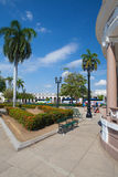 Jose Marti Park den huvudsakliga fyrkanten av Cienfuegos, Kuba fotografering för bildbyråer