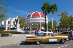 Jose Marti Park den huvudsakliga fyrkanten av Cienfuegos, Kuba royaltyfri fotografi