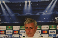 Jose Mourinho av Chelsea - presskonferens royaltyfri foto