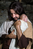 Joseph die baby Jesus koesteren Royalty-vrije Stock Afbeelding