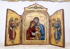 Joseph, Maria e bambino con gli arcangeli sull'altare in piccola chiesa a Masseria IL Frantoio, Italia del sud Fotografia Stock