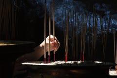 Josspinnarna i kinesisk tample i Georg Town. Penang ö royaltyfri fotografi