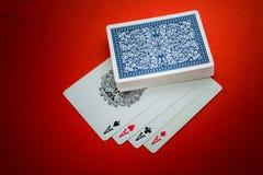 Jouant des cartes d'isolement Photo libre de droits