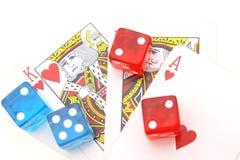 Jouant des cartes et la couleur découpe Photographie stock libre de droits