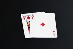 Jouant le tisonnier carde le roi d'as sur le fond noir Photographie stock libre de droits