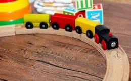 Joue la collection, train en bois photo stock