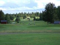Jouer au golf Images libres de droits
