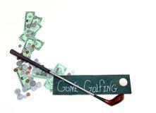 Jouer au golf de budget Image libre de droits