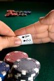 Jouer au poker Photos libres de droits