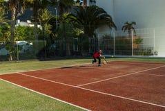 Jouer au tennis Photographie stock