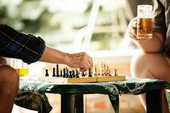 Jouer aux échecs Image libre de droits