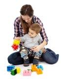 Jouer avec des cubes Photographie stock libre de droits