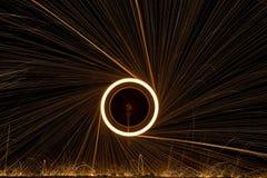 Jouer avec la lumière - roue du feu Photo stock