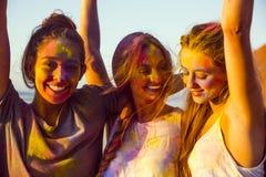Jouer avec la poudre colorée Images libres de droits